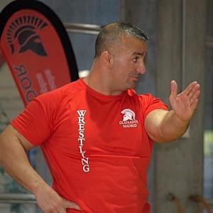 Meto Kodakov entrenando al equipo