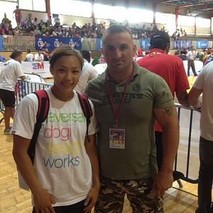METO KODAKOV con Seiko Yamamoto, selecionadora femenina de equipo USA